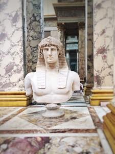 louvre-statue-egyptian-roman